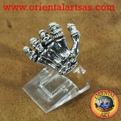 anneau de la main avec des crânes