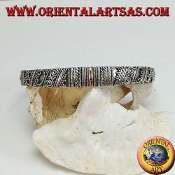 Серебряный браслет с центральной ручной табличкой из 14-каратного золота