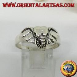 Anello in argento con una testa di elefante