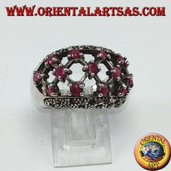 Серебряное кольцо с тремя рядами из семи рубинов, установленных между марказитами