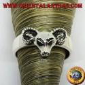 Anello in argento con testa di ariete