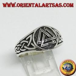 Anello in argento con il valknut nodo di Odino ed intreccio celtico sui lati