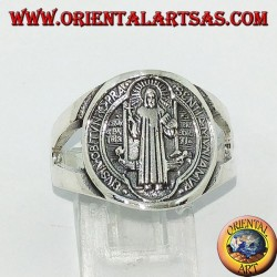 Bague en argent de saint Benoît avec une croix à l'intérieur