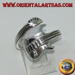 Anello in argento avvolgente chitarra elettrica, in orizzontale
