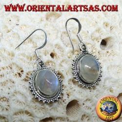 Boucles d'oreilles en argent avec Labradorite arc-en-ciel ovale entourée de points