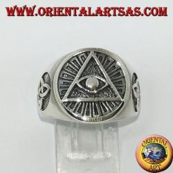 Серебряное кольцо с подсветкой пирамиды с тироновым узлом по бокам