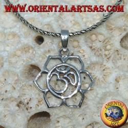 Silberanhänger mit ॐ om in der Lotusblume