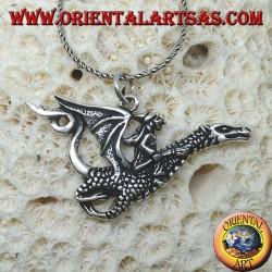 Silberanhänger, die Hexe mit dem Drachen