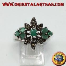 Серебряное кольцо с 7 натуральными изумрудами и марказитами