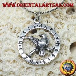 Серебряный кулон для воронов Одина Хугинна и Мунинна в окружении рун