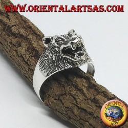 Anello in argento, con testa di lupo che ringhia