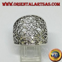 Silver ring with curved band with floral fretwork