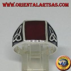 Серебряное кольцо с квадратным сердоликом и тироновым узлом по бокам