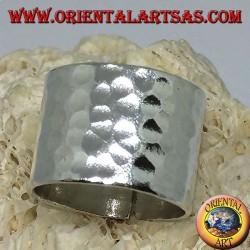Anello a fascia larga in argento martellata da 16 mm.  fatta a mano