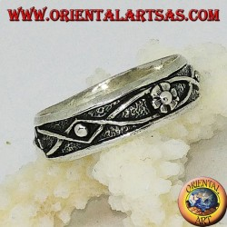 Silver band ring with flower and bas-relief braided wire