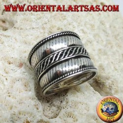 Wide band ring in silver with cross stripes, Bali