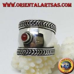 Breiter Bandring in Silber mit Cabochon rundem Karneol, Bali