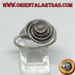 Серебряное кольцо заподлицо с круглым лунным камнем (адуларией)