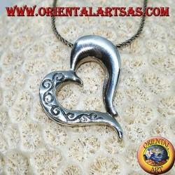 Colgante de plata en forma de corazón con tallas de doble cara