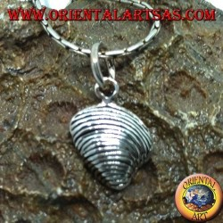 "Shell-shaped silver pendant ""the clam"""