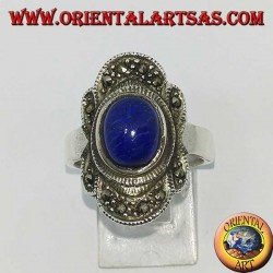 Серебряное кольцо с натуральным лазуритом в окружении марказита