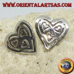 Boucles d'oreilles de lobe d'argent dans le coeur percé de 3 autres coeurs