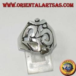 Silberring mit dem heiligen Buchstaben Aum oder Om (letter) des Hinduismus