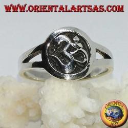 Silberring mit Aum oder Om (ॐ) Flachrelief im Kreis
