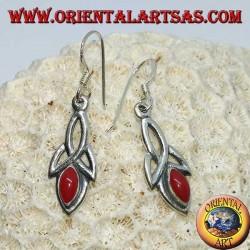 Orecchini in argento con nodo di tyrone e pasta di corallo