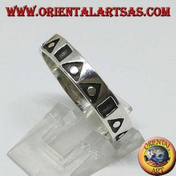 Серебряное кольцо с полыми треугольниками и квадратами