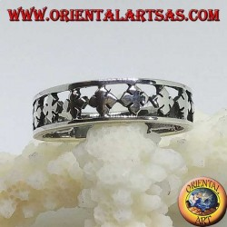 Silver band ring with carved stylized four-leaf clovers