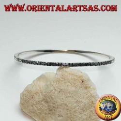 Серебряное кольцо-браслет с резными ромбами