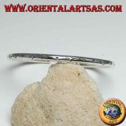 Браслет из жесткого серебра, круглая проволока мм. 3.5 ручная гравировка