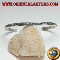 Rigid silver bracelet, with engravings handmade by Karen