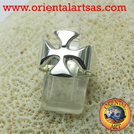 the cross of the Knights Templar ring in silver