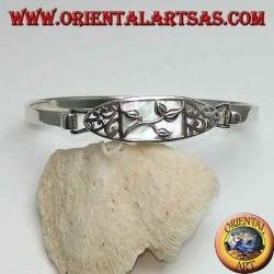 Bracelet rigide en argent avec sculpture florale et nacre rectangulaire ci-dessous
