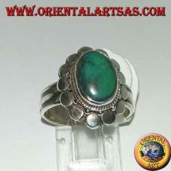 Bague en argent avec turquoise ovale antique naturelle, bordée de plaques rondes