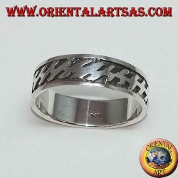 Silver band ring with bas-relief zig zag