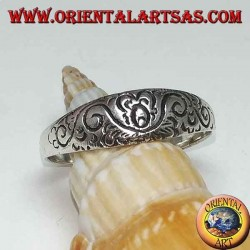 Silver ring with floral engravings