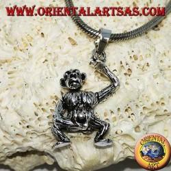 Ciondolo in argento, scimmia che si masturba muovendo le braccia la testa