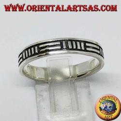 Серебряное кольцо с 2 горизонтальными и 5 вертикальными чередующимися линиями