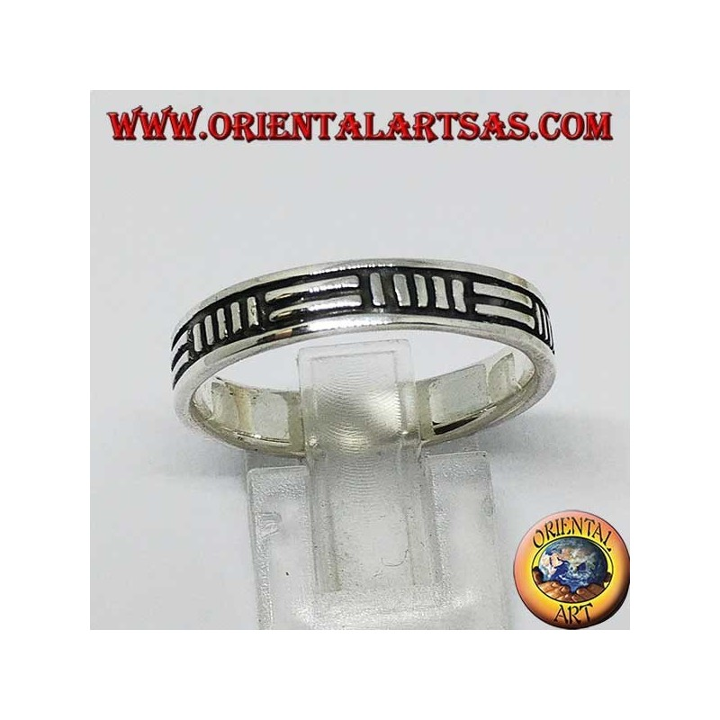 Silver band ring with 2 horizontal lines and 5 vertical alternating lines
