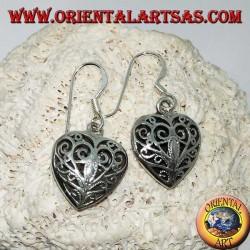 Silberne Ohrringe in Form eines doppelseitigen Herzens im Barockstil