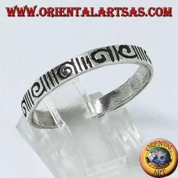 Anillo de banda de plata grabado con espiral por hora y espiral en sentido antihorario