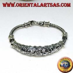 Bracciale in argento con inserto cesellato con motivi floreali