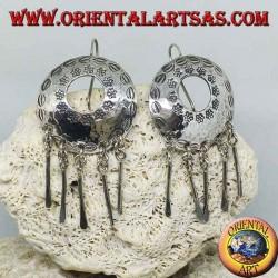 Orecchini in argento a scudo forato con pendeni fatto a mano dai Karen