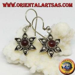 Boucles d'oreilles en argent avec six pétales et une cornaline centrale faite main