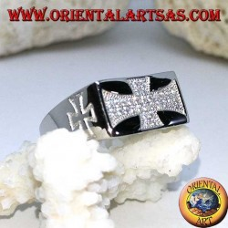 Bague en argent, croix templière avec zircons et croix gravés sur les côtés