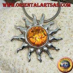 Подвеска в серебряном солнце с лучами и янтаря полусферической формы