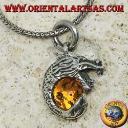 Серебряный кулон с драконом, обвивающийся вокруг янтарной сферы